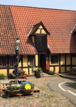 Trykkeriet er en del af Ribers Gård, som ligger i hjertet af Svendborg på toppen af Møllergade