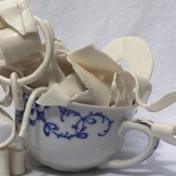 Skulptur af porcelæn, lavet af Stine Læntver, Galleri Lykkelig, Svendborg, Fyn, Danmark